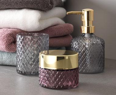 Nya badrumstillbehör  Tvålpump och sminkförvaring m.m.  771f5f3d2c5a1
